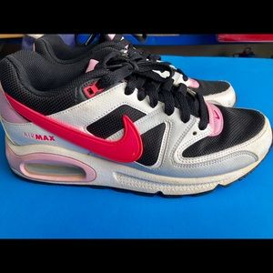 Nike Shoes - Women's Nike.